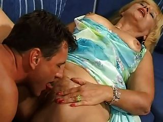 She young mom hairy pussy spread