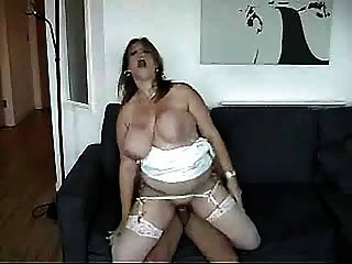 Huge Breasts Shaking As She Gets Fucked