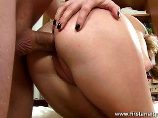 Adorable Teen Babe Likes Anal Sex