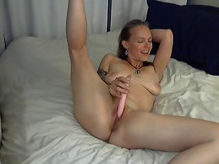 Camgirl amy fists both holes and squirts 3
