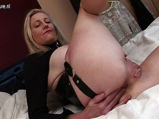 Kinky British Housewife Mom Working Her Pussy
