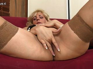 Blonde Mature Mom Playing With Her Wet Pussy