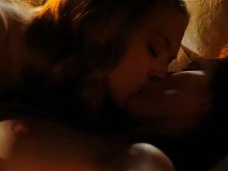 Amanda Home Porn - Amanda Seyfried & Julianne Moore Lesbian Scene From Chloe