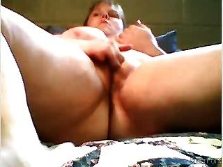 Bbw Rubs Her Wet Pussy Quickly