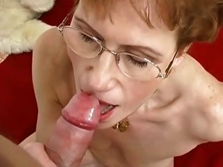 Mature Likes To Suck Cock