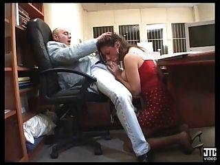Nabilla stripteaseuse se fait baiser par un client - 1 part 8