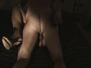 Troia italiana matura pompa il suo bull mentre si masturba 9