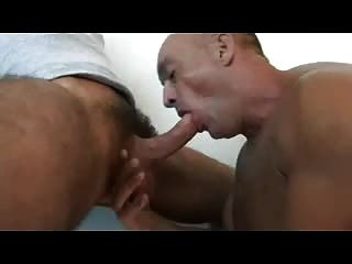 Str.8 Hunk Getting His Long Cock Sucked In A Motel
