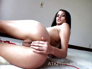 Super Model Tiffani Thompson Fingers Her Juicy Pussy
