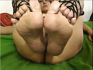 Webcam: Thick Colombian Milf Teasing