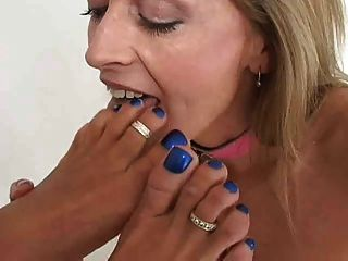 Girls sucking on toes
