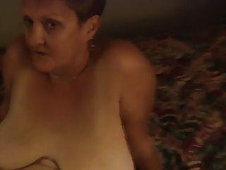 Kingston mom spred leggs 10