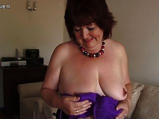 Chubby Amateur Mother Toying Her Old Vagina