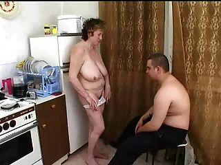 Fetter Kerl filmt wie er seine Freundin fickt