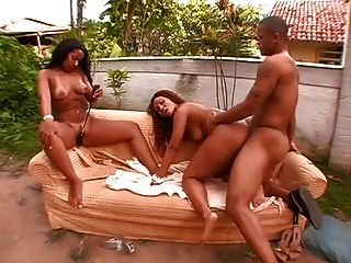 Bunda Heaven With Luana & Joyce