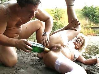 1ere sodomie pour julie la rouquine qui aime la pine 2