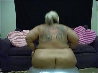 Emo Bbw Barbi Doll Is Bouncing On A Yoga Ball