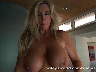 Wifey Blows Stranger And Swallows Jizz