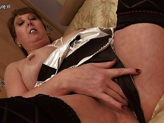 British Housewife Mom Pleasing Herself