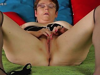 Mature School Teacher Playing With Her Old Cunt