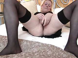 Sexy British Mom Gets Her Pussy All Wet