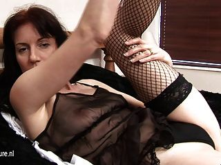 Amateur Housewife Loves To Get Wet