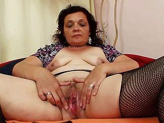 Granny Using Dildo 82