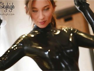 Girl Fits Latexcatsuit Shows Her Ass And Extreme High Heels