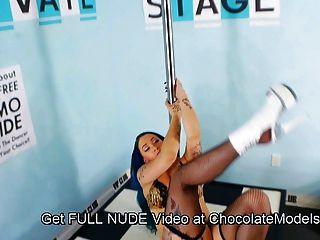 Nia Bangzz, Gogo Fukme, Savana Ginger & 10 Other Strippers