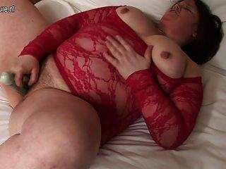 Chubby Housewife Sticks Dildo Up Her Hairy Pussy