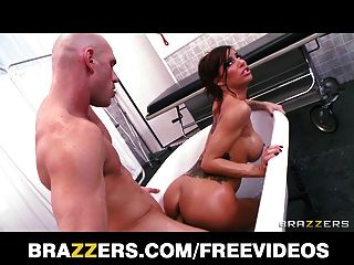Big-booty Italian Gia Dimarco Is Fucked In The Bath