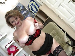 Real amateur milf with hungry vagina