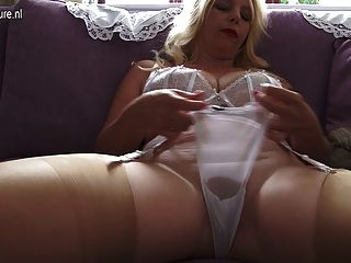 Busty Hot Mature Mother Feeding Her Cunt