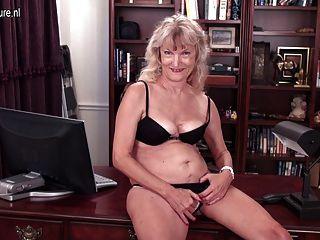 American 62yo Granny With Hairy Hungry Vagina