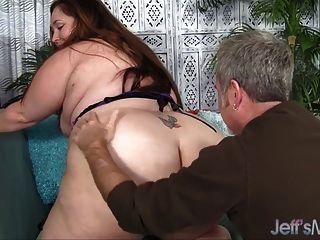 Plumper Jayden Heart Gets Her Ass Sniffed
