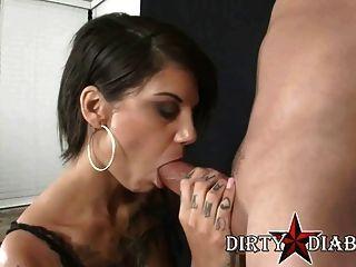 Alt Porn Star Bonnie Rotten Gives A Smoking Blowjob