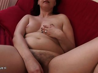 Amateur Housewife Playing With Her Hairy Pussy