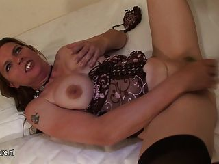 Mother Squirting And Plays With Food