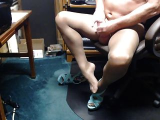 men cumming in pantyhose