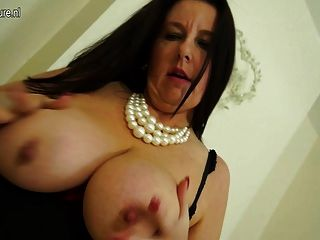 Femaleagent inexperienced gorgeous woman gets agents pussy purring 4