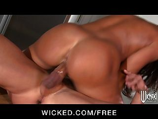 Wicked - Milf Lisa Ann Invites Worker In For Food & Pussy