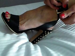 Swinger Wife Puts Shoes On For A Party Night!