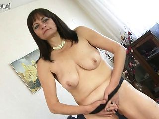Real Amateur Mother And Her Hairy Pussy