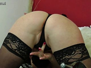 Cute And Sexy Mature Mom Playing With Pussy