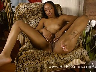 Sapphire Kiss Gives An Amazing Spread Of Her Chocolate Pussy