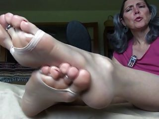 Suck Her Mature Toes