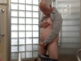 Impeccable japanese chicks munch a stiff prick 4