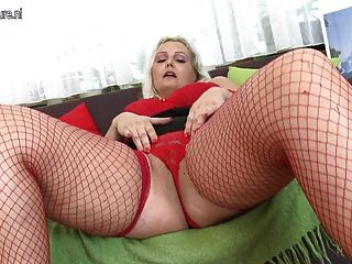 Pawg Blonde Mother Playing With Old Cunt