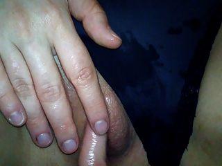 fingern bis sie spritzt