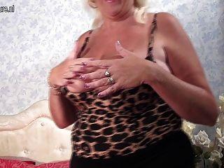 Pretty Granny-next-door Slut Pleasing Herself